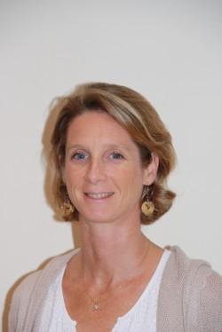 Mme Emilie M est l'aide opératoire du Dr PERRIER Cyril